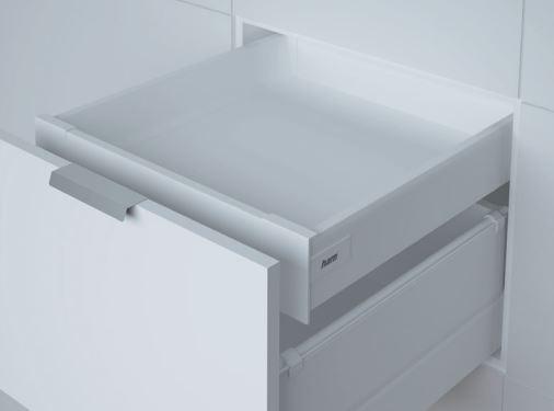 Weiße Schublade als Version Innenschublade mit Softclose der Marke Harn Ritma Cube eingebaut in einer modernen Küche